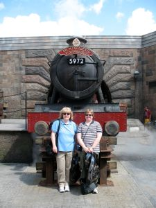 Cheryl and Laura in front of the Hogwarts Express